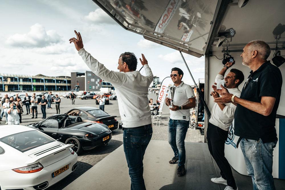 Knallen met Porsche op Assen